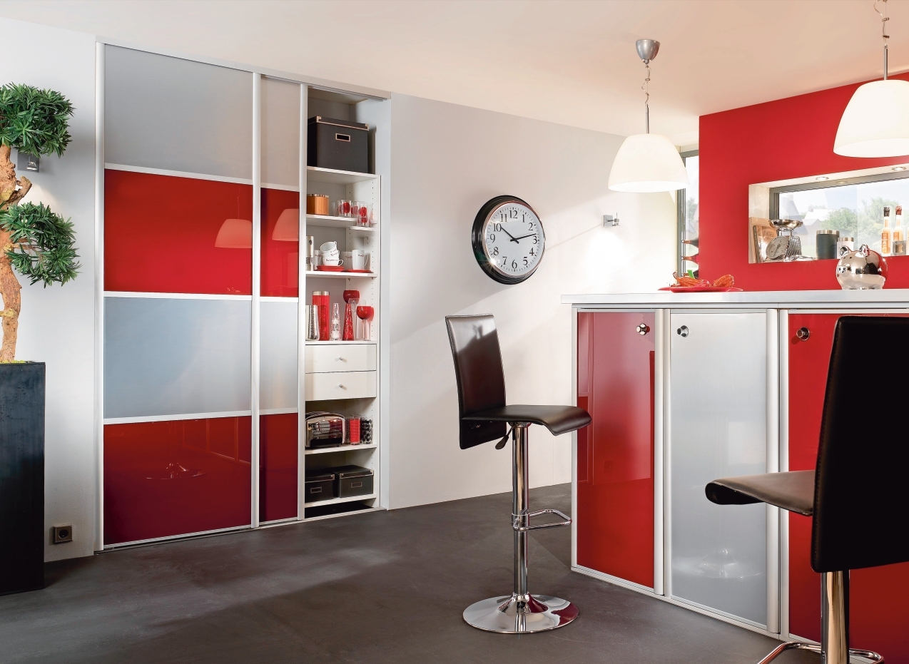 decoration cuisine moderne rouge et blanc. Black Bedroom Furniture Sets. Home Design Ideas